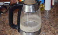 Как чистить чайник от накипи содой и уксусом