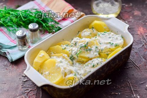 картофель залить соусом