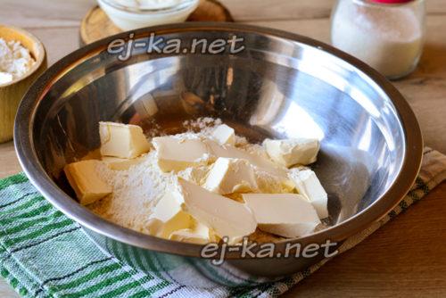 сливочное масло добавить в муку