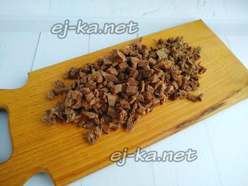 нарезать мясо кусочками
