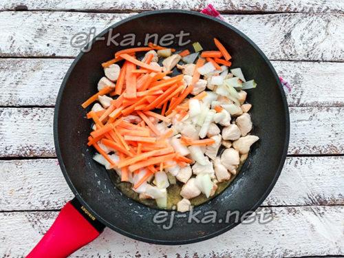 добавить к курице овощи