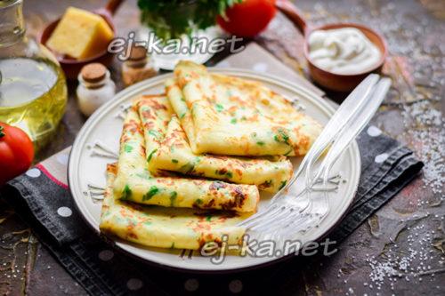 сырные блины с зеленью готовы