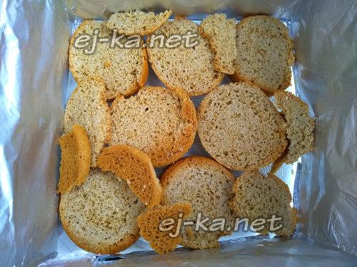 уложить печенье в форму