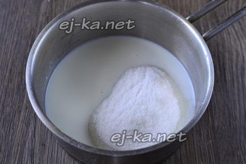 соединить молоко и сахар