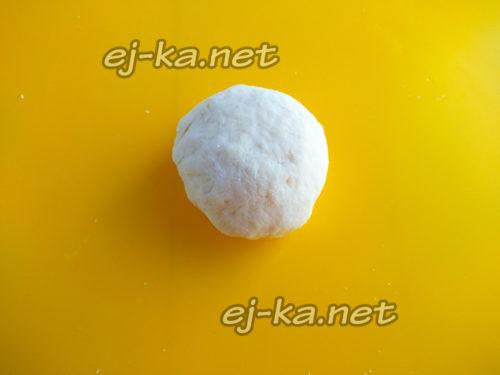 разделить тесто на небольшие шарики