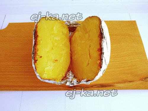 разрезать картофель пополам