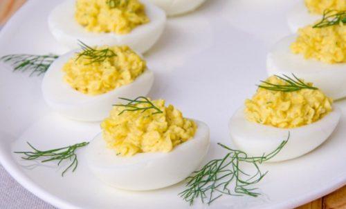 farshirovannye jajca s syrom