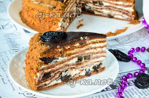 медовик «Чернослив в шоколаде» готов