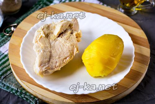 отварить картофель и филе
