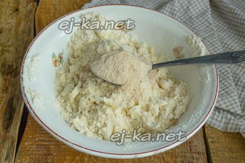 добавить панировочные сухари