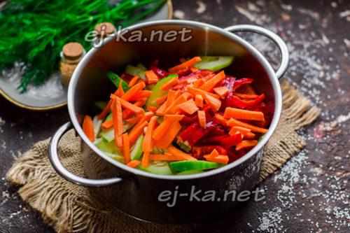 нарезать морковь и сладкий перец