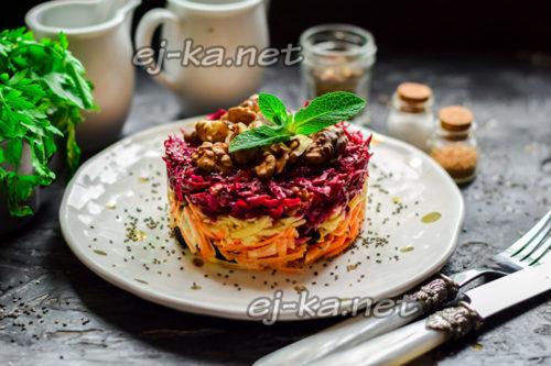 """салат """"Любимый"""" со свеклой, и грецкими орехами готов"""