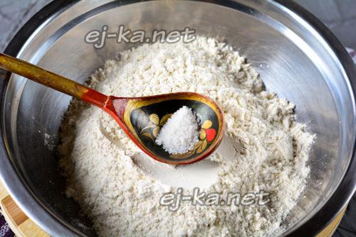 в муку добавить соль