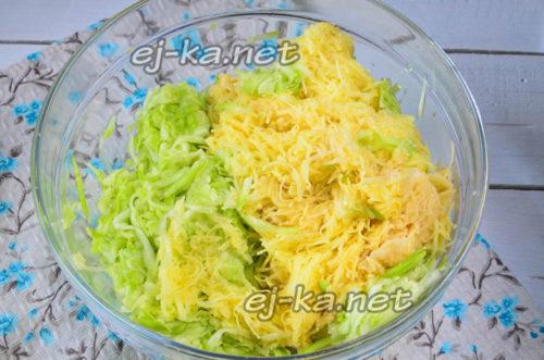 смешиваем кабачок и картошку