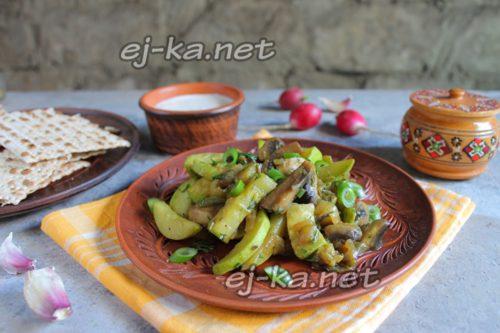 жареные кабачки с грибами готовы