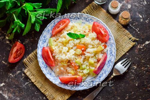 тушеные кабачки с рисом и овощами готовы
