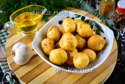 картофель смешать с чесноком