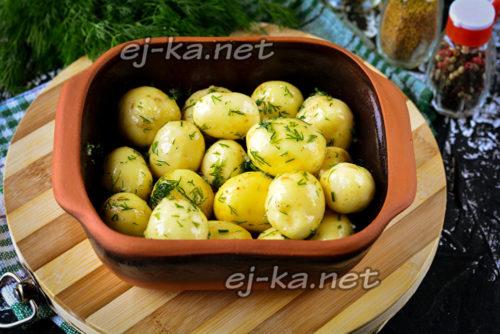 выложить картофель в форму