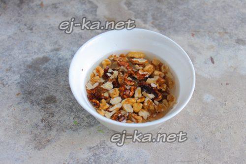 замочить орехи в воде