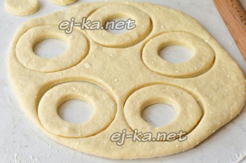 вырезать заготовки пончиков