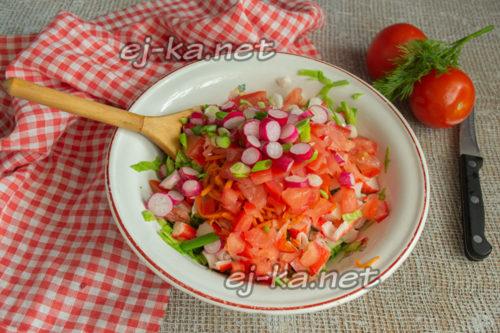 нарезать редис и зеленый лук