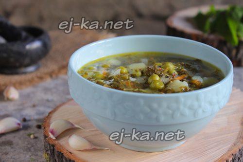 суп из щавеля с зеленым горошком готов