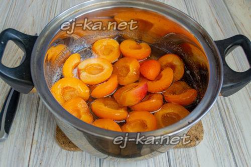 половинки абрикоса в сиропе