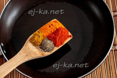 подсушить специи на сковороде