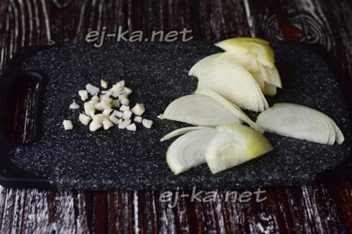 измельченные лук и чеснок