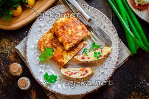 омлет-рулет с колбасой и сыром
