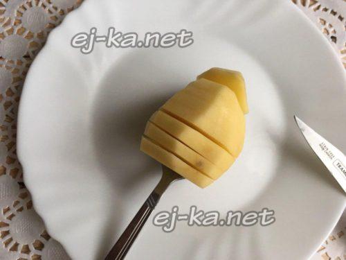 нарезаем особым способом картофель