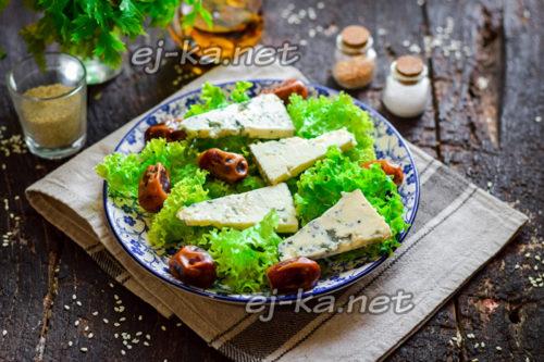 выкладывать на листья салата