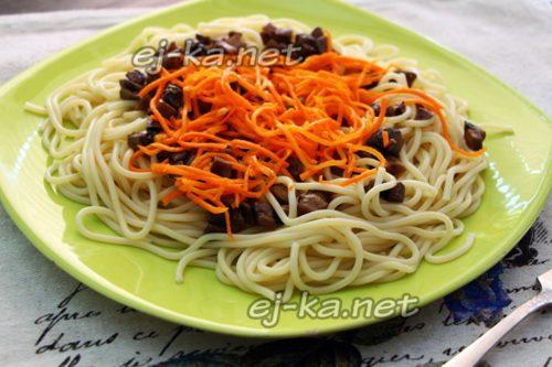 спагетти с грибами и морковью
