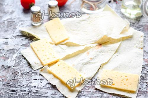 Лаваш с сыром и яйцом