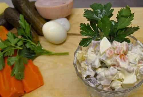 Ольвье с солеными огурцами