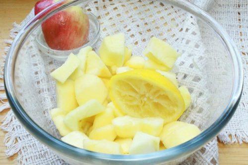 поливаем лимонным соком
