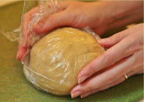 тесто в целлофане
