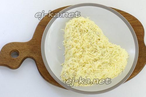 сверху потрусить сыром