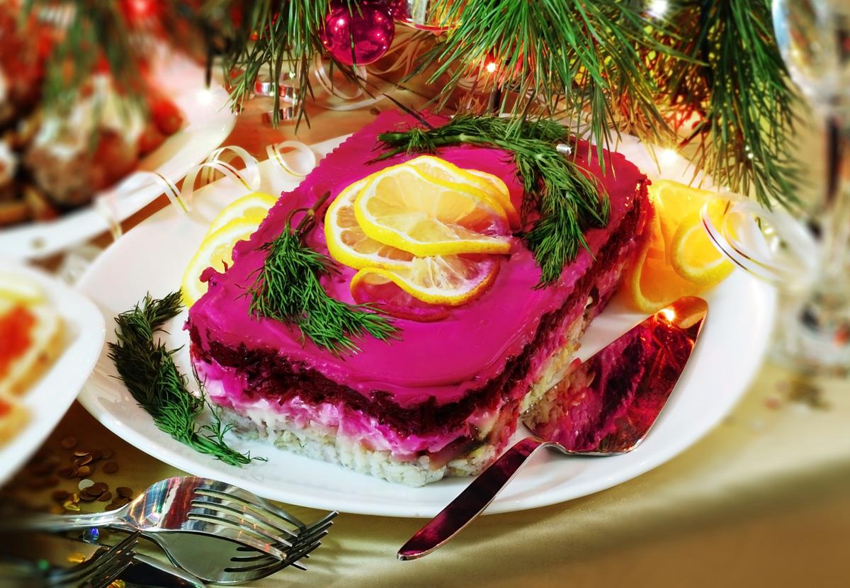 производительное оформление салата шуба к праздничному столу фото нашем