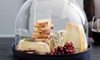 Как правильно хранить сыр в свежем виде в холодильнике и без него с учетом сорта продукта