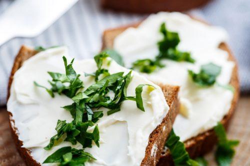 бутерброд с творожным сыром