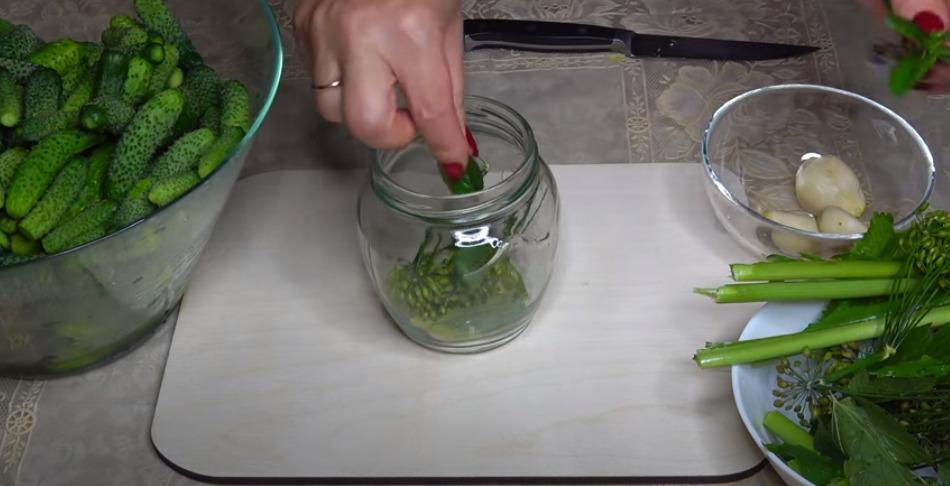 Выкладываем листья