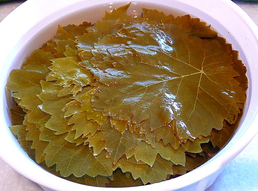 замачиваем листья в кипятке