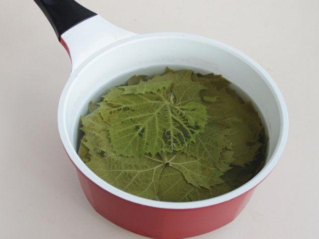 ошпариваем листья кипятком