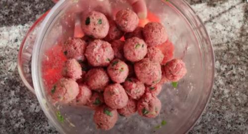 делаем шарики из мяса