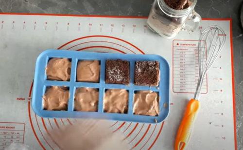 Кусочки бисквита