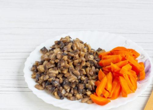 Грибы и морковь