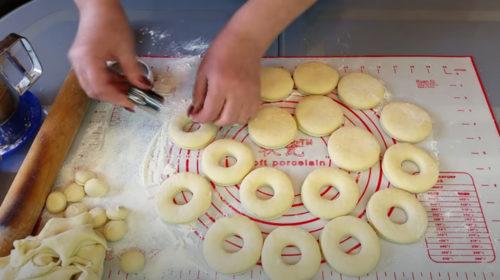 вырезаем пончики