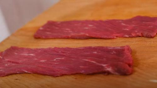 Мясо нарезаем