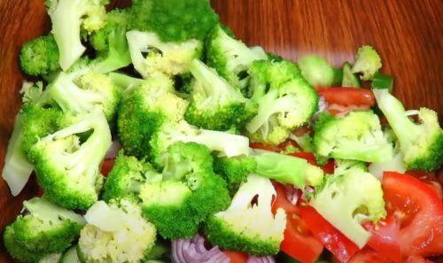 смешиваем овощи